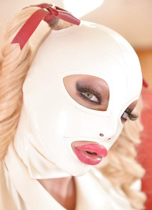 European fetish model Latex Lucy toying and masturbating in high heels