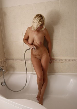 Blonde solo girl with big saggy mommy tits spreads shaved cunt in shower