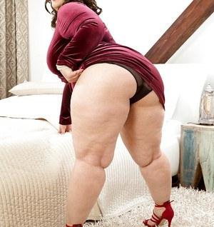 Euro fatty Mia Sweetheart revealing huge boobs and big butt in high heels