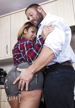Big bottomed Latina Yasmina Leigh receiving hardcore screwing in kitchen