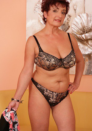 Busty mature woman Jesica Hot strips down to high heels before masturbating
