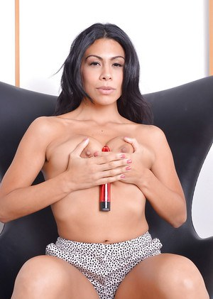 Barefoot Latina MILF Cassandra Cruz toying shaved pussy after panty removal