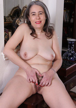 Grey haired mature lady Lexy Lou spreading hairy cooter after hose removal