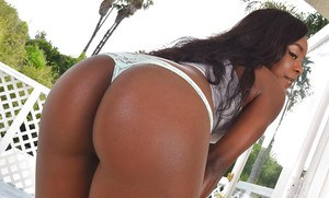 Ebony babe freeing sexy MILF ass and shaved cunt from denim jeans outdoors