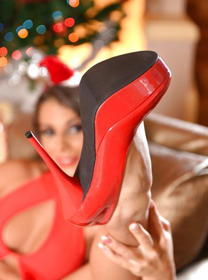 Leggy Euro babe Lia Taylor slipping high heels off barefeet at Christmas