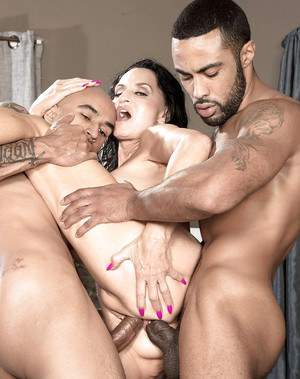 Chesty granny Rita Daniels receiving anal sex during interracial MMF 3some