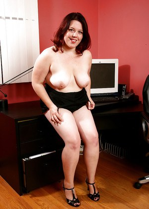 Mature BBW with camel toe undresses for spreading of very hairy pussy