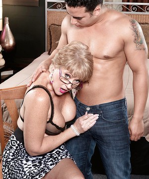 Chubby over 50 blonde MILF Tracy Licks enjoying hardcore sex in glasses