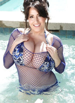 Brunette MILF Antonella Kahllo freeing massive juggs from mesh top in pool