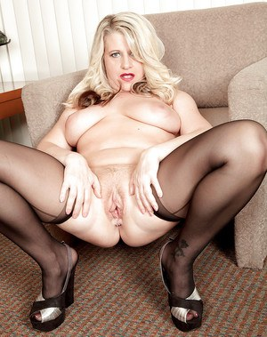 Fat over 40 MILF Mona Hawght modeling in stockings for pornstar debut