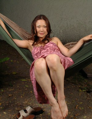Leggy Asian amateur spreading bare legs to reveal hairy cooter