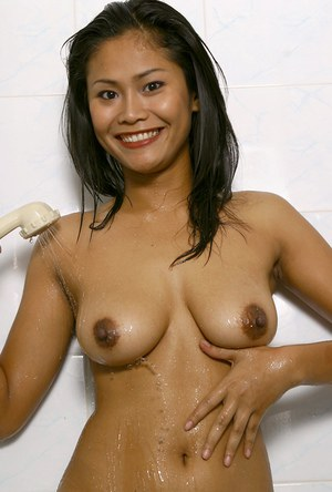Amateur Asian babe flaunting big wet boobs and shaved cunt in shower