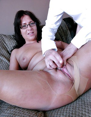 Glasses and pantyhose wearing mature amateur receiving hardcore fucking