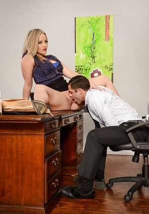 Blonde boss woman Alexis Texas having pussy licked out on desk in office