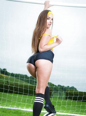 Sporty babe Amirah Adara slipping shorts over big booty outdoors in socks
