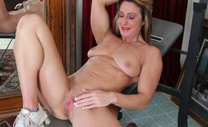 Muscled older bodybuilder Ashley Brooke freeing saggy tits from sports wear
