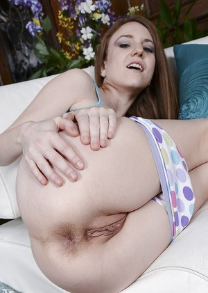 Solo girl Kelsey Obsession showing off barefeet before spreading bald pussy