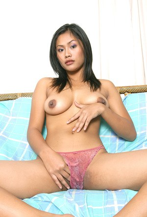 Amateur Asian babe Angelina Dee unveiling big tits and nipples in jeans