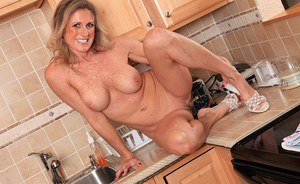 Mature woman Jade Jamison loosing big tits and shaved vagina in kitchen