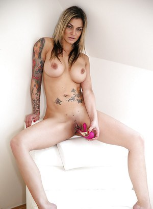 Inked Euro Klarisa Leone freeing big MILF tits from lingerie before toying