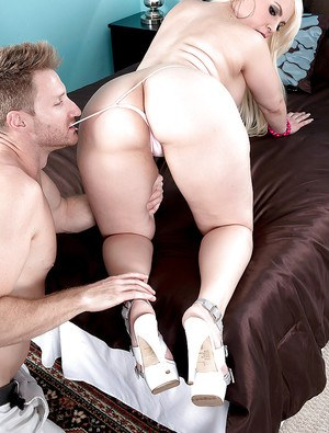 Big bottomed Latina Bedeli B taking brutal anal banging after rimjob