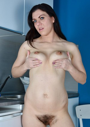 European mom Corazon Del Angel freeing butt from hose in kitchen