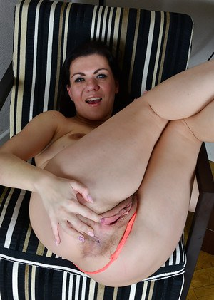 Mature solo model Corazon Del Angel stretching cunt wide open