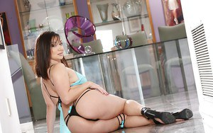 Brunette lady Lea Lexis twerking big Latina booty in high heels