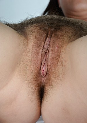 Ugly older woman Corazon Del Angel opening hairy pink cunt wide