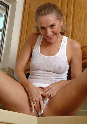 Blonde MILF Sara James plunging fingers into wide open cunt in kitchen
