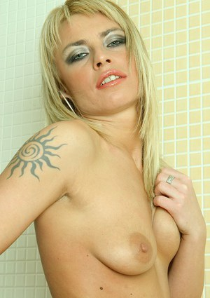 Blonde MILF Allyson Moore sliding fingers into bald pussy in shower