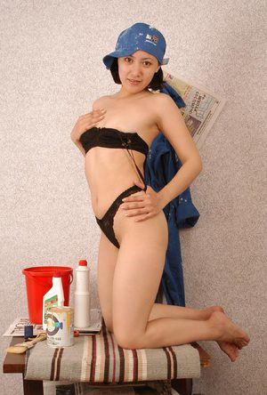 Asian amateur Elena stripping off painter's clothes to model in the nude