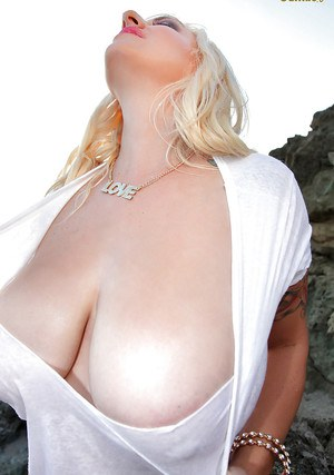 Chunky blonde September Carrino wetting white T-shirt to highlight nipples