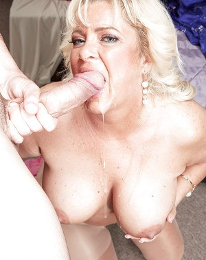 Over 40 amateur Mia Monroea taking cumshot in mouth from big dick in hose