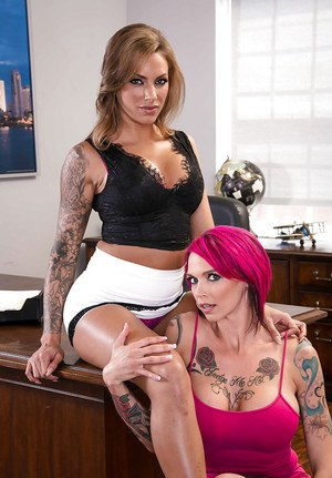 MILF pornstars Anna Bell Peaks and Juelz Ventura undress to compare tattoos