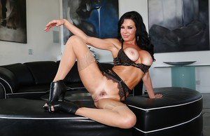 MILF pornstar Veronica Avluv displaying wide open bush in tan stockings