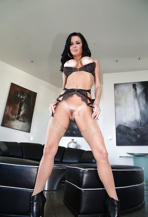 Leggy MILF pornstar Veronica Avluv frees big tits and hairy cunt in nylons