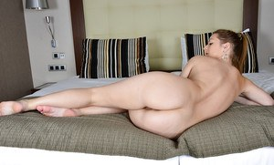 Mature woman Mischelle showing off chunky ass and beaver in high heels
