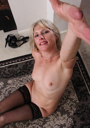 Aged blonde dame Rebecca Hill undressing for spreading of bald vagina