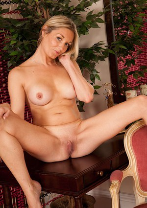 Leggy MILF Scarlet loosing big tits and sexy ass from bra and panty set
