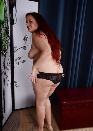 Natural redhead fatty Laila revealing big mature ass and boobs