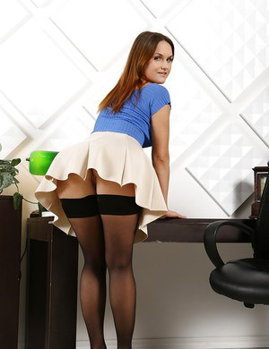 Euro mature in stockings gets rimjob 2