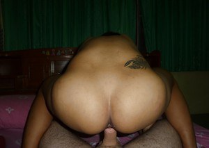 Petite Thai sex worker Dar offering tight ass for doggystyle penetration