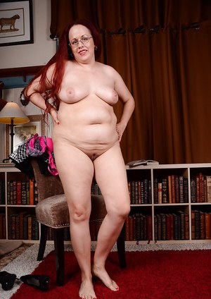Redheaded mom Laila showing off sexy feet and big ass while wearing glasses