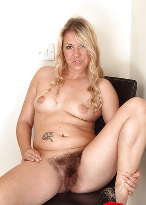 Chubby blonde mom Elle Macqueen tugging on pubic hairs to expose pink cunt