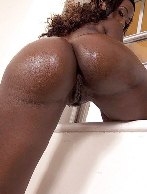 Ebony dime Sapphira oiling big booty after freeing it from thong and jeans