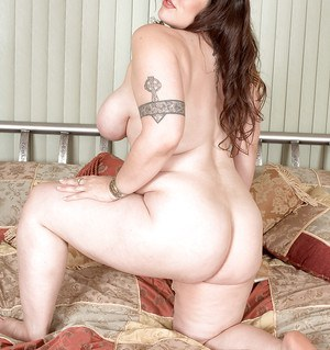 Obese brunette Angel Sin loosing saggy boobs and big ass before spreading twat