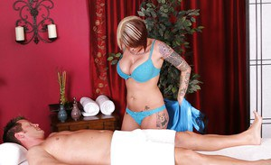 Tattooed masseuse Monroe Valentino giving BJ while having twat licked