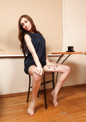 Slender model with hairy snatch Victoria bends over the table and spreads ass