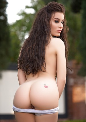 Appealing amateur chick Lana Rhoades strips off for an amazing softcore action